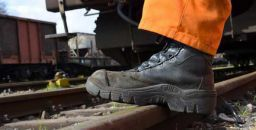 Imparare dagli errori: le cadute senza scarpe di sicurezza